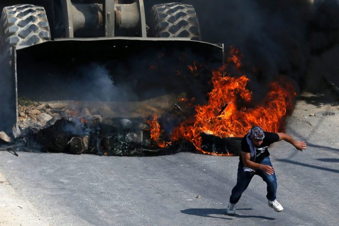 Muslime wieder auf Tempelberg - Zusammenstöße mit Polizei
