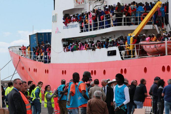 De Maizières Kritik an Flüchtlingsrettern stößt auf Widerspruch