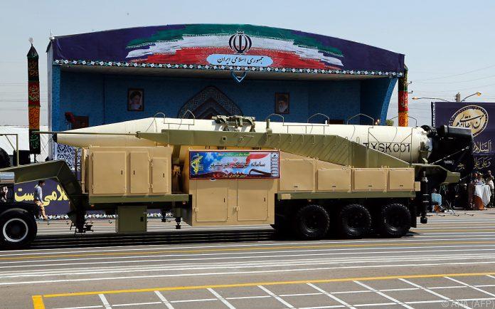 Iran zeigt und testet den neuen Stolz des Militärs