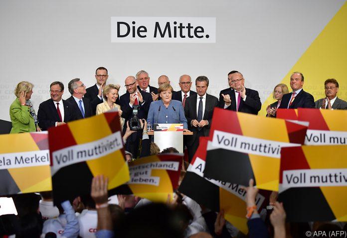Kreise: Merkel und Seehofer wollen Kauder als Fraktionschef