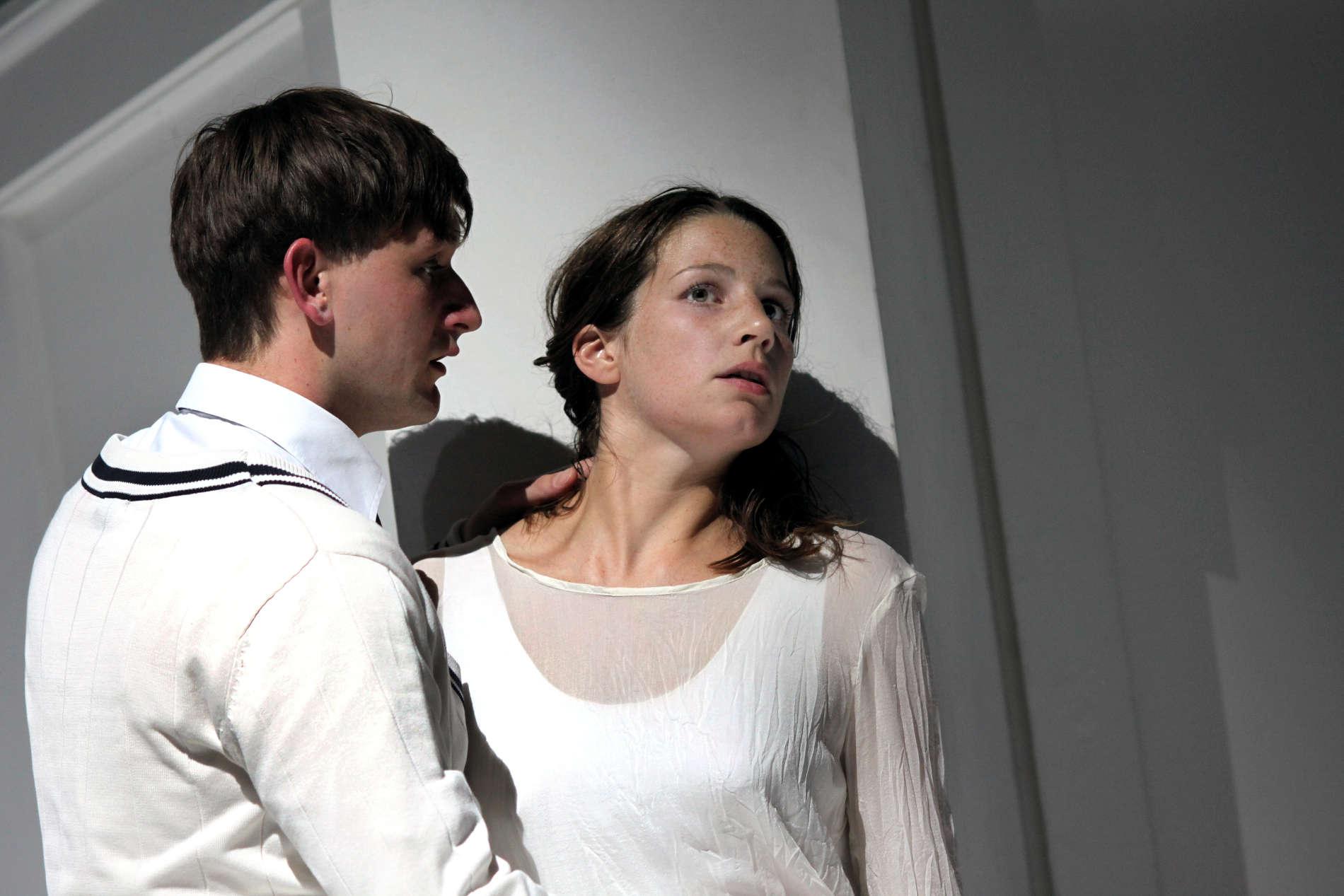 Melchior (Lukas Watzl) und Wendla (Anna Rieser)