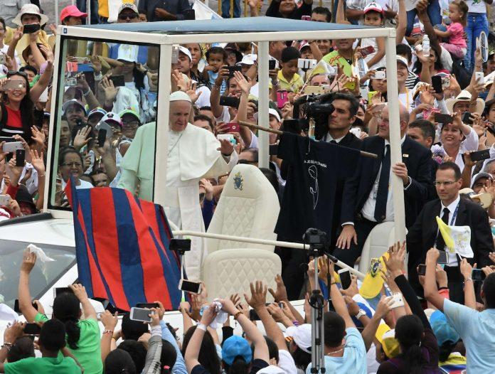 Papst trifft in Kolumbien Gewaltopfer und Ex-Guerillakämpfer