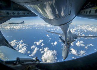 Machtdemonstration: Amerikanische B-1-Bomber fliegen an der Grenze zu Nordkorea.