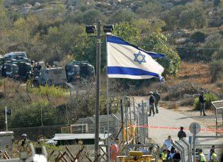 Drei Israelis tötete eine Palästinenser hier am Eingang zu einer jüdischen Siedlung bei Jerusalem.