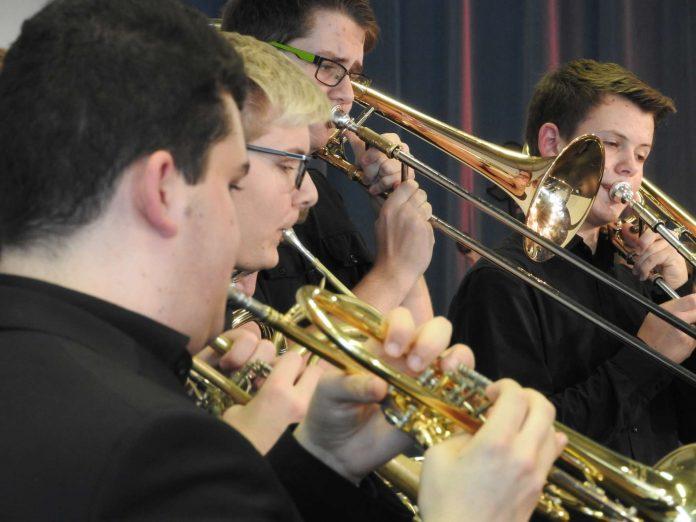 Am schönsten spielt es sich in der Gruppe. Ein Unterrichtsplatz in einer der Oberösterreichischen Landesmusikschulen ist begehrt: Im Sommersemester 2016/17 konnten 16.884 Personen bei der Zuteilung nicht berücksichtigt werden.