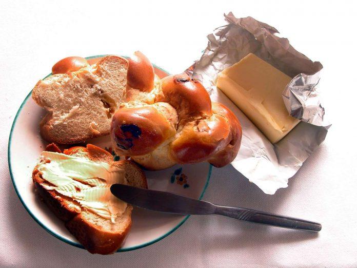Verbesserte soziale Bedingungen in vielen Entwicklungsländern heizen die Nachfrage nach Butter an. Mit dem Weltmarktpreis steigen die Preise auch in Österreich.