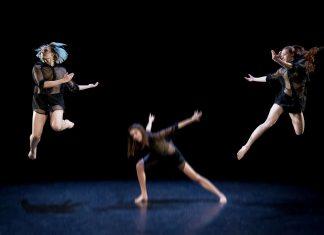 Schwebende Kunst in einer fantasievollen Choreografie