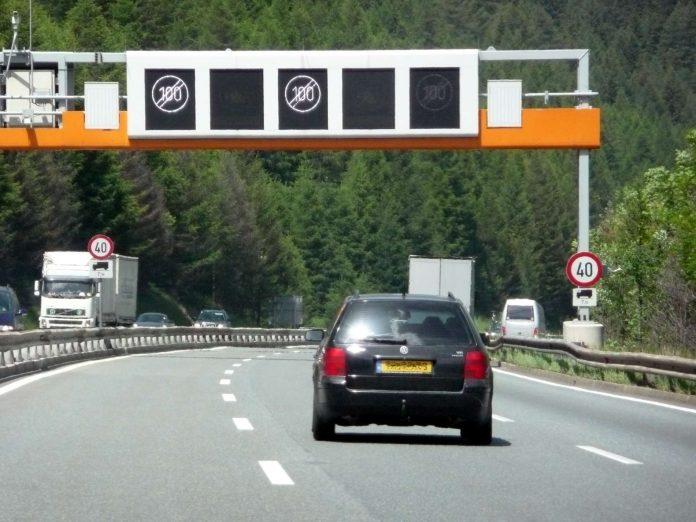Ab 2019 will Deutschland für die Benützung der Autobahnen die Maut einheben, aber deutsche Autohalter besser stellen.