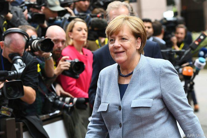 Merkel lobt und kritisiert Türkei
