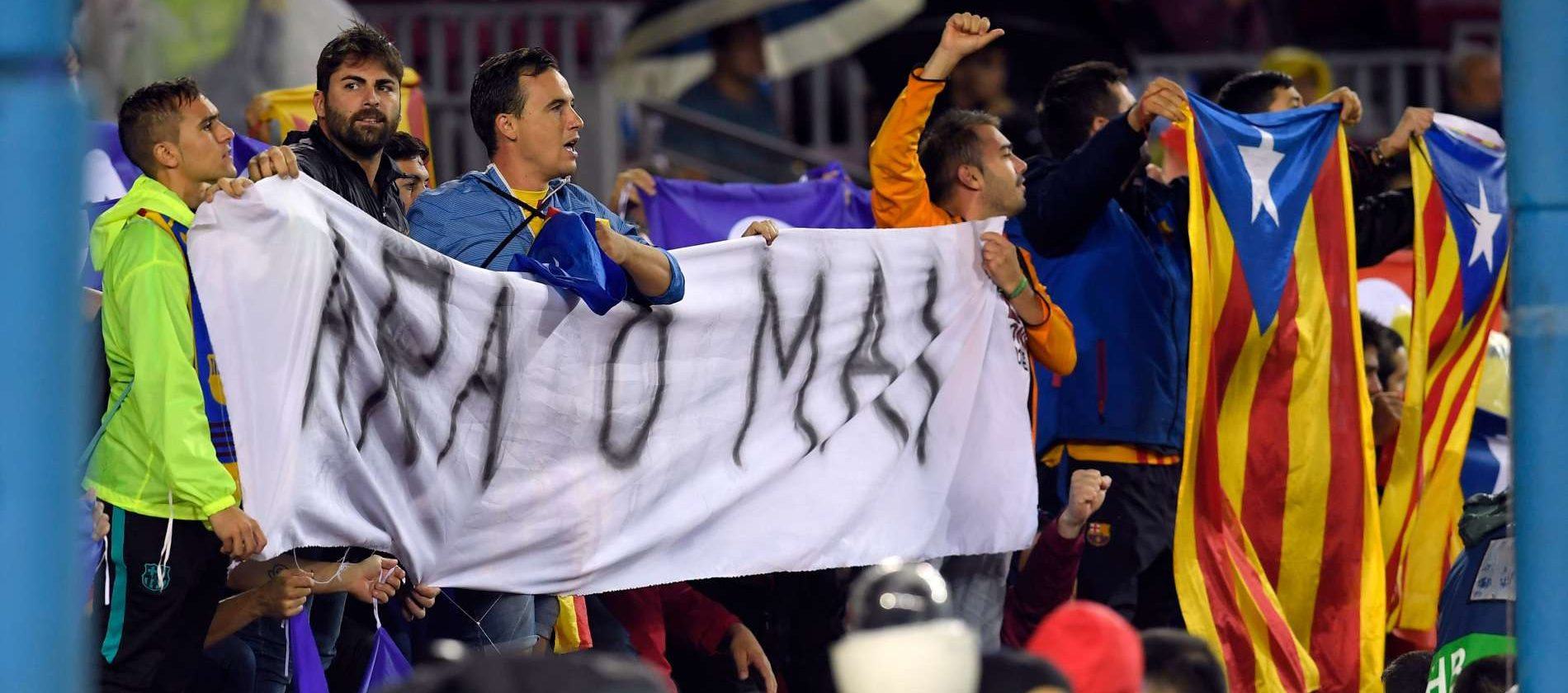 """""""Jetzt oder nie"""" forderten Mittwochabend Separatisten beim Champions-League-Match des FC Barcelona gegen Olympiacos in der katalanischen Hauptstadt die Anspaltung."""