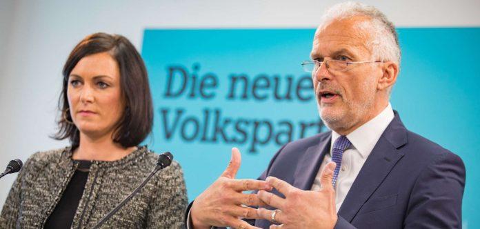 Köstinger und Moser wollen Arbeitnehmer und Arbeitgeber entlasten.