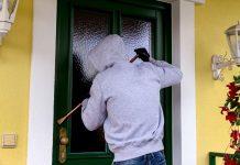 Einbrecher an einer Haust?re
