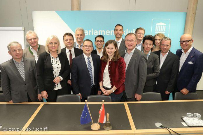 ÖVP nominierte Köstinger als NR-Präsidentin