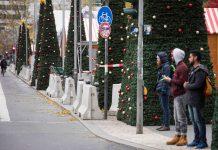 Die Terrorangst ist auf deutschen Adventmärkten sichtbarer Begleiter: Betonblöcke wie hier in Berlin sollen Anschläge mit Fahrzeugen verhindern.