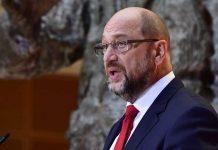 Neben der Statue des früheren SPD-Chefs Willy Brandt musste Schulz gestern in Sachen Opposition zurückrudern.