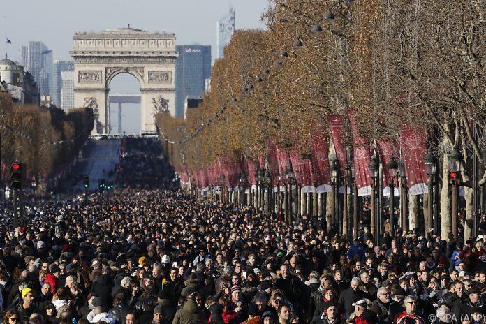 Hunderttausende nehmen Abschied von Johnny Hallyday