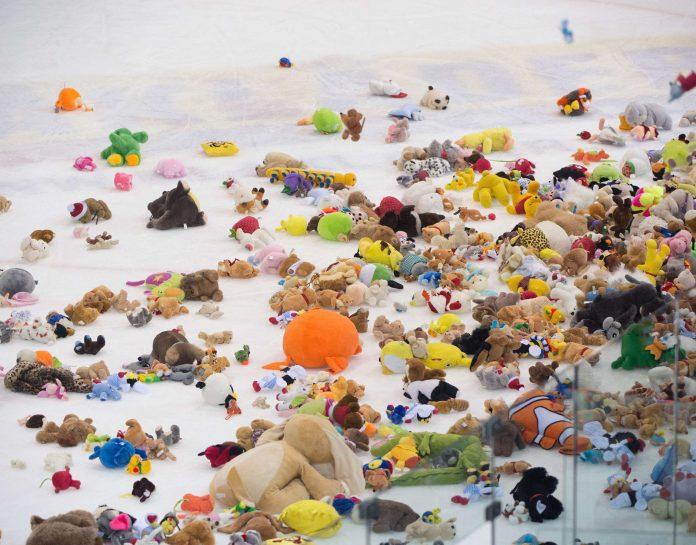 Der letzte Linzer Teddy Bear Toss gegen Innsbruck 2015 war ein voller Erfolg.