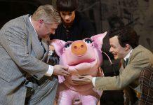 Jonathan Agar, Lynsey Thurgar mit Schwein und Rob Pelzer