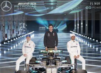 Mercedes mit Bottas, Wolff und Hamilton (v. links) startet mit dem W09 EQ Power+ in die Saison.