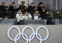 In der ersten Reihe saßen bei der Schlusszeremonie in Pyeongchang Südkoreas Präsident Moon Jae-in samt Gemahlin Kim Jung-sook sowie US-Präsidententochter Ivanka Trump (r.) und in der zweiten Reihe ganz rechts der nordkoreanische General Kim Yong-chol.