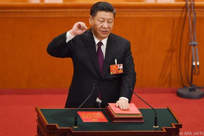 Ohne Gegenstimme: Präsident Xi Jinping im Amt bestätigt