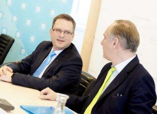 Premiere in türkis-blau: Die Klubobmänner von ÖVP und FPÖ, August Wöginger (l.) und Walter Rosenkranz, bei ihrer ersten gemeinsamen Pressekonferenz.