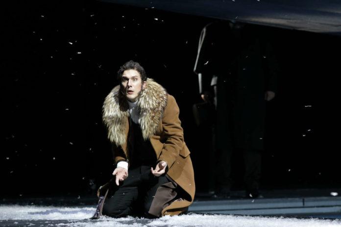 Der intensiv agierende Martin Achrainer als Eugen Onegin.