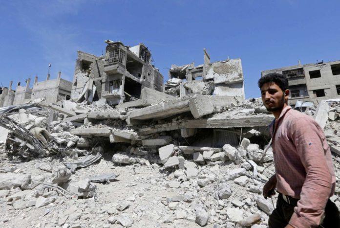 Das syrische Regime führte gestern Journalisten durch die Trümmer von Duma, wo es am Sonntag voriger Woche zu dem Chlorgas-Angriff gekommen sein soll.
