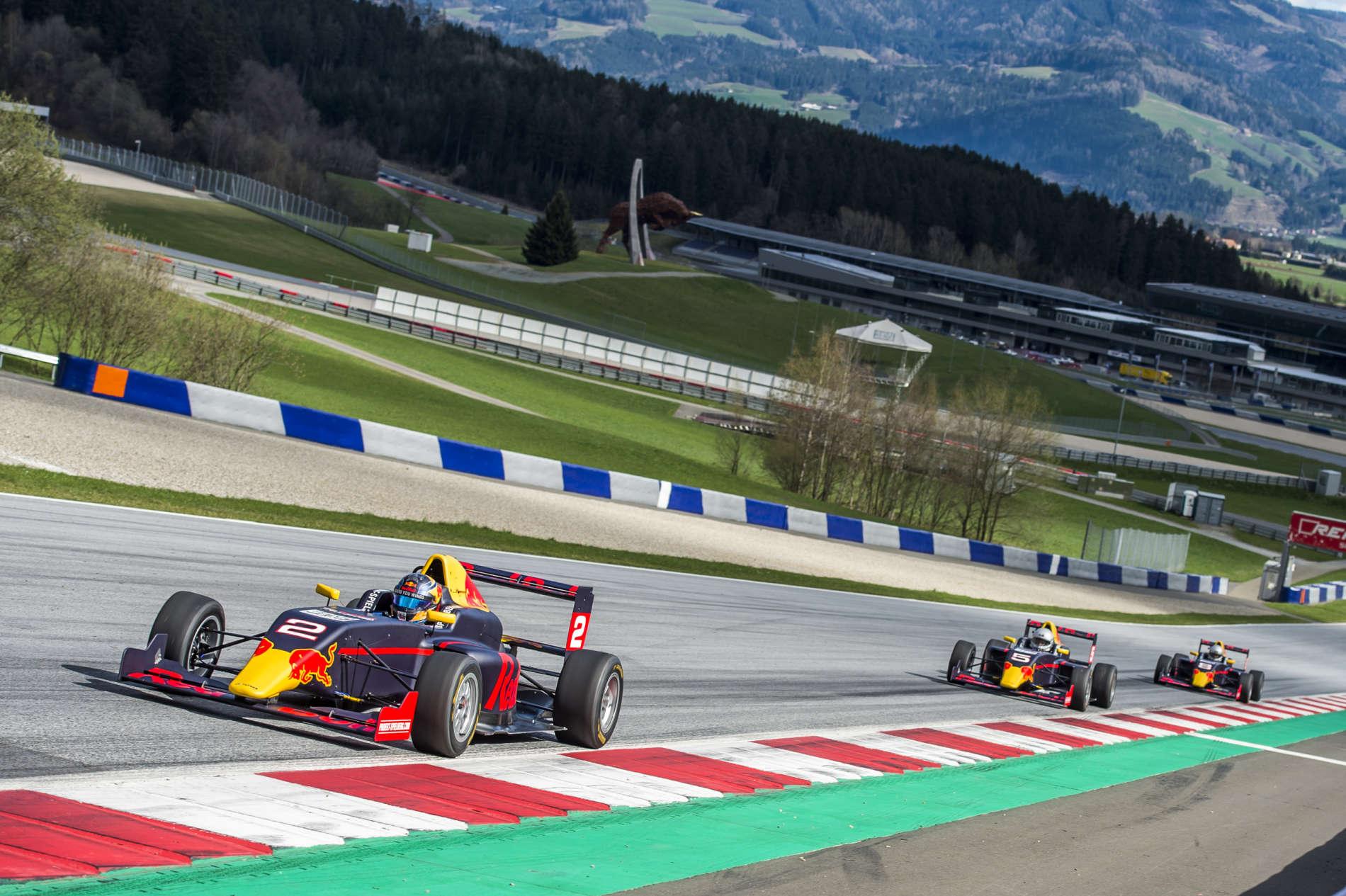 Dort, wo am 1. Juli der Formel-1-Grand-Prix von Österreich steigt, durften ausgewählte Medien, darunter das VOLKSBLATT, die Formel-4-Boliden testen und einige Runden auf dem Red Bull Ring in Spielberg drehen.