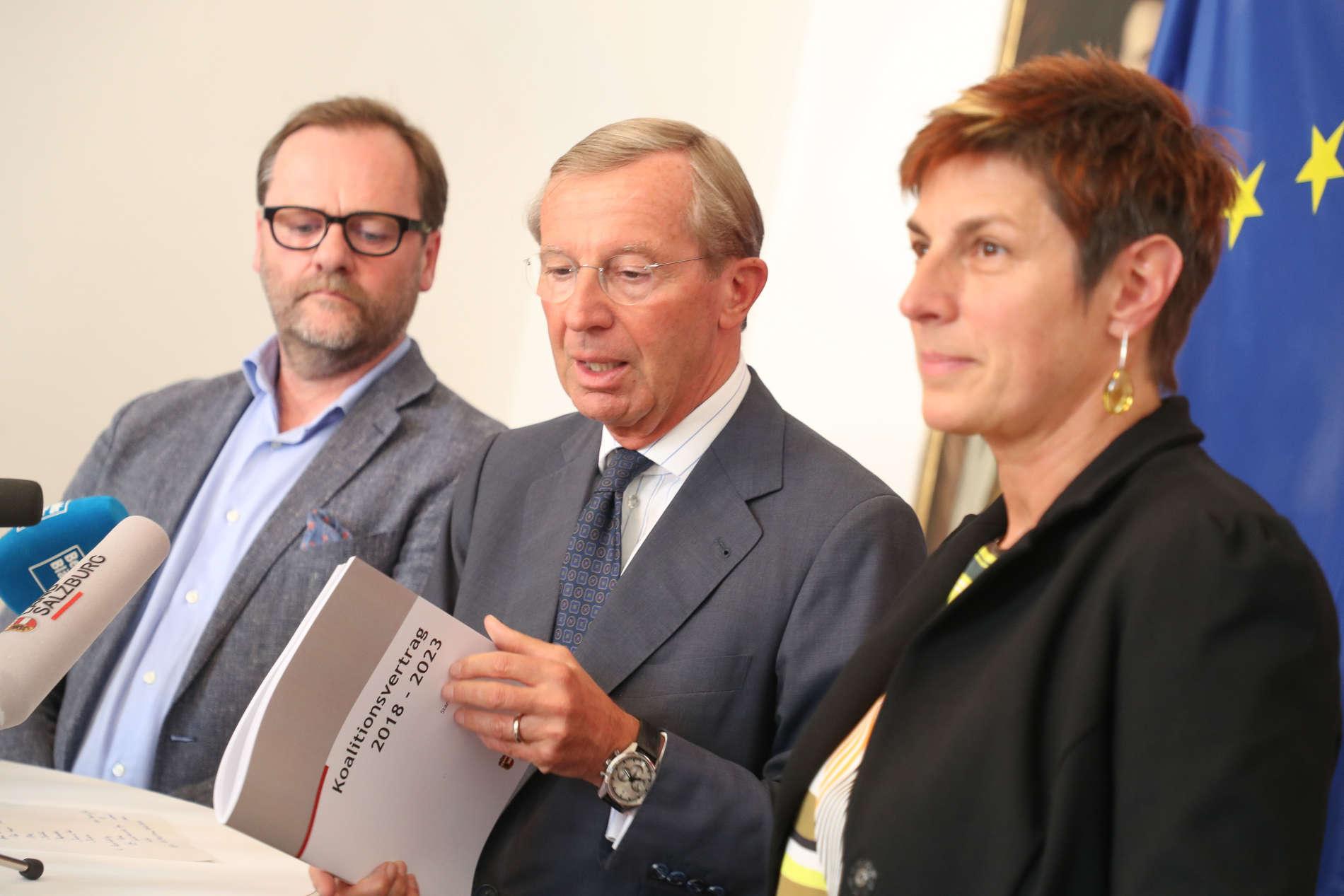 LH und ÖVP-Chef Wilfried Haslauer präsentierte gemeinsam mit den Obleuten von Grünen, Astrid Rössler, und Sepp Schellhorn (Neos), das Koalitionsabkommen, das freilich bei Grün und Pink in der Regierung von anderen Personen umgesetzt werden muss. Rössler hat nach der Wahlniederlage als Parteichefin das Handtuch geworden, Schellhorn bleibt als Nationalratsabgeordneter in Wien.