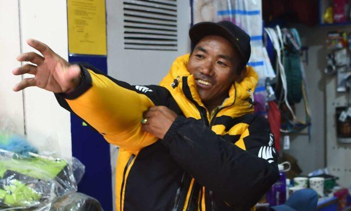 Weltrekord: Sherpa Kami Rita besteigt Mount Everest zum 22. Mal