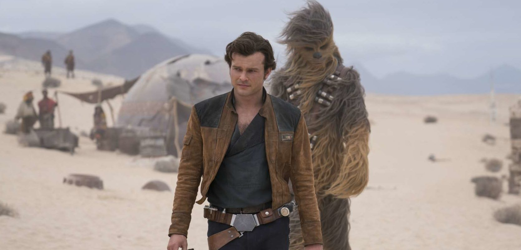 Seitenwind für Han Solo (Alden Ehrenreich) und Chewbacca (Joonas Suotamo)