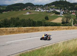 Der Berg-EM-Lauf Mitte Juni in Julbach bietet den Fans tollen Motorsport und ebensolches Panorama.