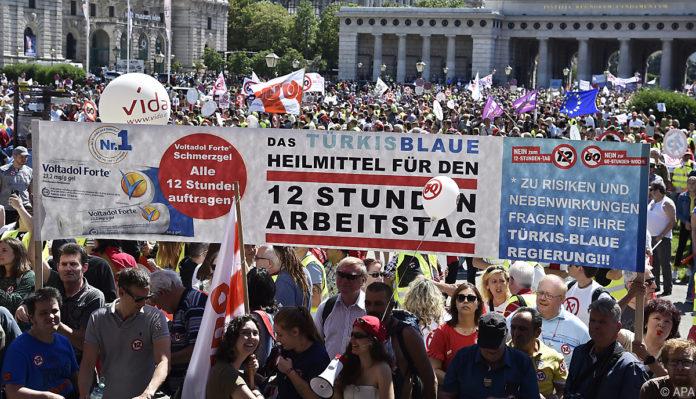 Bildergebnis für fotos von der österreichischen gewerkschaftsbund demo