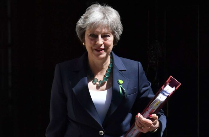 Theresa May überstand Brexit-Voten dank Jeremy Corbyns Enthaltsamkeit.