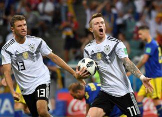 Marco Reus (r.) und Thomas Müller bejubeln den Ausgleich.