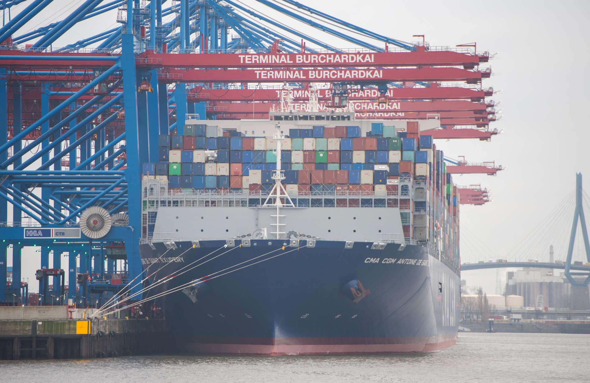 Zahlreiche Containerschiffe, die die Häfen der Welt verlassen, sind mit österreichischen Waren beladen.