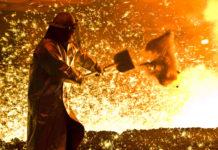Die Streit um Stahl- und Aluminiumzölle lässt auch in den Beziehungen zwischen den USA und der EU die Funken spritzen.