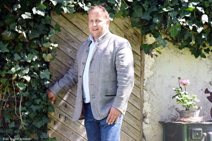 Der 35-jährige Hammerl bringt langjährige Erfahrung als Gemeinderat mit und steht seit 2014 auch als Gemeindeparteiobmann an der Spitze der ÖVP.