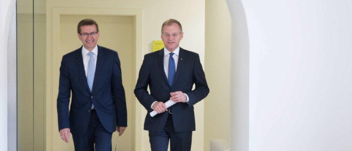 LH Thomas Stelzer präsentierte gestern Markus Achleitner (l) als neuen Standortlandesrat.