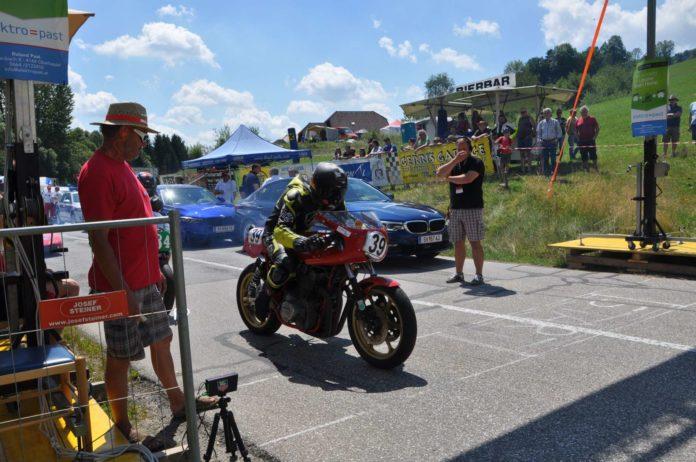 Es kann losgehen! In Julbach ist alles angerichtet für ein packendes Motorrad-Bergrenn-Wochenende.
