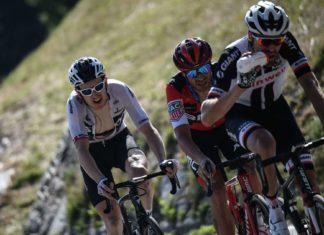 Geraint Thomas (GBR), Damiano Caruso (ITA) und Tom Dumoulin (NED) arbeiten sich hoch.