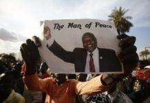 Anhänger von Rebellenführer Riek Machar feiern den Friedenschluss von Khartum.