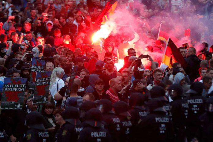 Die Polizei schickte gestern Verstärkung nach Chemnitz.
