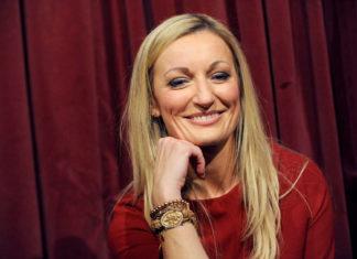Die bayrische Kabarettistin Monika Gruber darf sich über das Urteil gegen viagogo freuen.