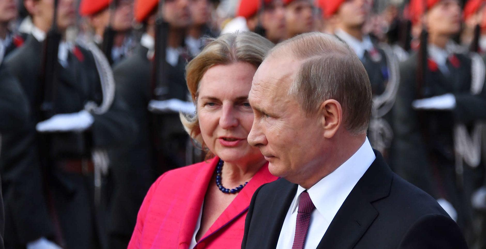Kneissl mit Putin bei dessen Wien-Besuch im Juni.