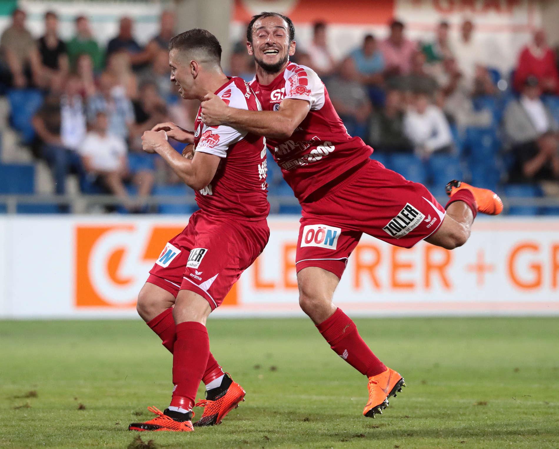 Die Erleichterung bei Steyrs Siegtorschütze Bojan Mustecic (l.) und seinem neuen Klub war riesig.