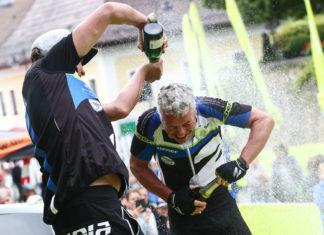 Die Sektdusche im Vorjahr ließ Sieger Markus Hager gerne über sich ergehen, heuer greift der Bayer wieder an.