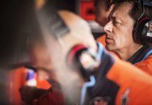 Teamchef Mike Leitner und die KTM-Werksmannschaft behalten den Durchblick.