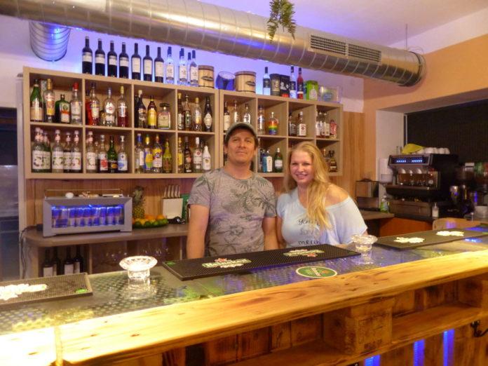 Restauranpächter und Koch Jorge Chaves führt mit Kellnerin Sarah seit Juni das Lokal an der Linzer Donaustadt.